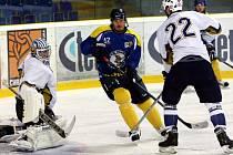 Ústečtí hokejisté (modré dresy) doma porazili Kladno 3:1.