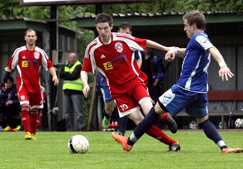 Fotbalisté Neštěmic (červení) doma porazili Louny 3:1.