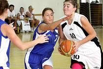 Basketbalistky Skřivánku (bílé dresy) vstoupily do sezony vítězně.
