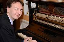 Luděk Havel v Praze opět bojuje o umístění v soutěži Pianista roku.