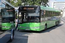 Autobusy Bus Line nesmí parkovat na zastávkách MHD.