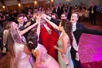 Ples Obchodní akademie bavil.