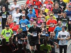 Atmosféra ústeckého půlmaratonu 2014: mokro, dřina a emoce.