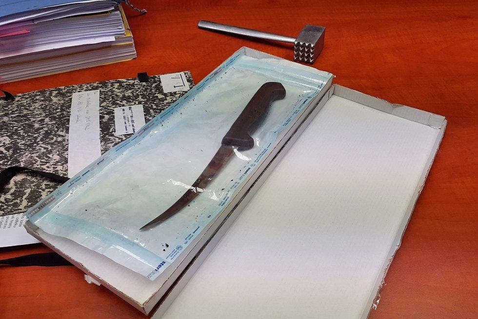 Zajištěný nůž a palička na maso