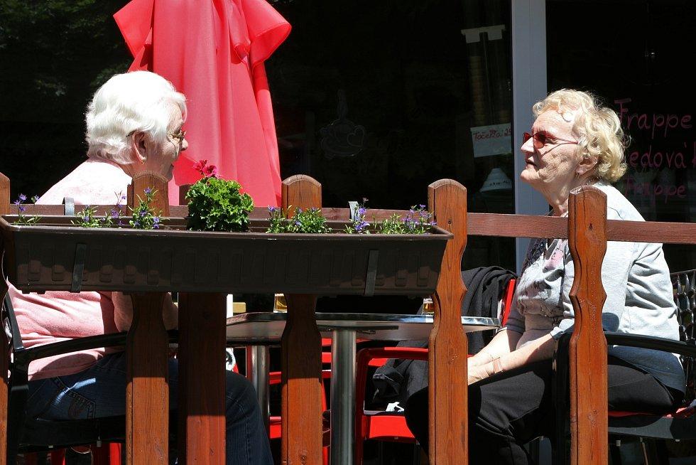 Předzahrádky restaurací brzy ožijí. Ilustrační foto.