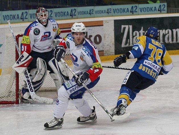 Z hokejového utkání mezi Ústím a Vrchlabím.