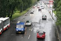 Oprava silnice se nekoná, chybí potřebné rozhodnutí o částečné uzávěrce komunikace.