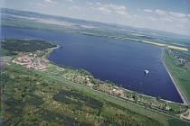 Nechranická přehrada na leteckém snímku.