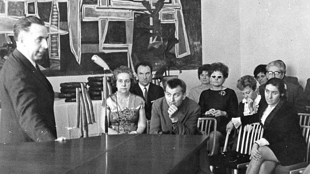 První porota zahajovacího ročníku Virtuosi. Václav Šmerda třetí zleva.
