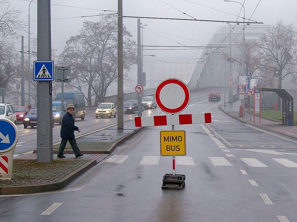 Policie pro zajištění plynulosti provozu MHD uzavřela některé ulice s výjimkou vozidel MHD.