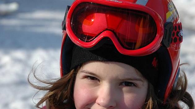 Zuzana Ficenecová, 9 let:  To ani nespočítám, ale bylo to hodněkrát. Lyžuji strašně ráda. Baví mě to.