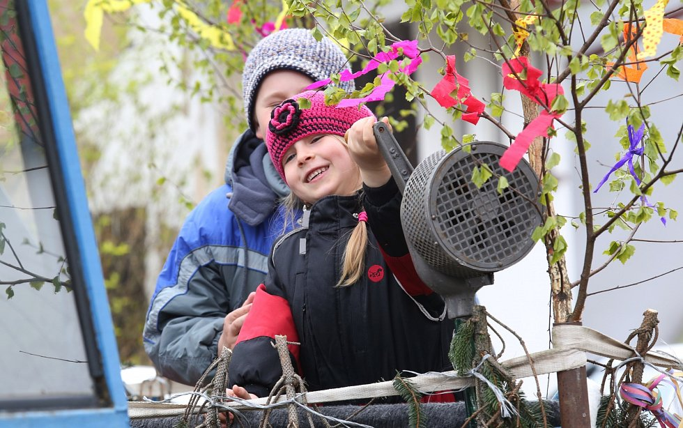 Retro oslavy Svátku práce v obci Rýdeč na Ústecku.