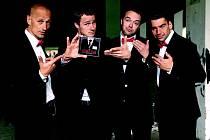 """Rockový Wohnout v oblecích. Své zatím poslední album """"Našim klientům"""" (2011) představili """"v kvádrech""""."""