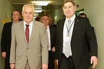 Radek Scherfer (vpravo) s prezidentem Milošem Zemanem.