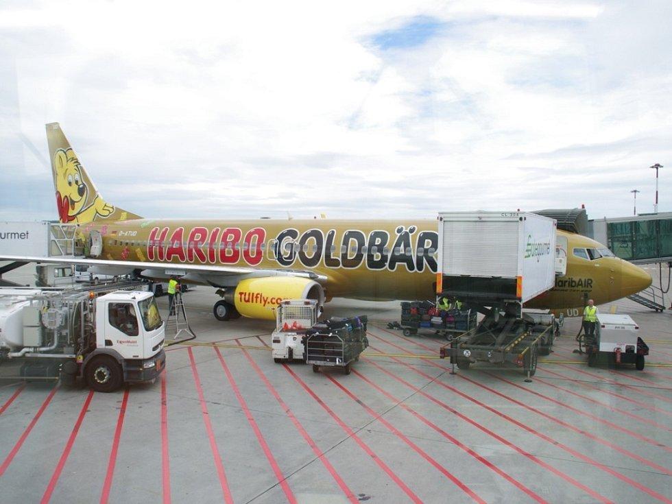 Víte, že řetěz ze všech Zlatých medvídků, které se ve firmě HARIBO vyrobí za jeden rok, by dosáhl délky 160 306 km a čtyřikrát by tak obtočil celou zeměkouli?