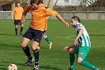Fotbalisté Libouchce (bílo–zelení) porazili v derby Jílové na jeho hřišti 3:1, když o výhře rozhodli ve druhé půli.