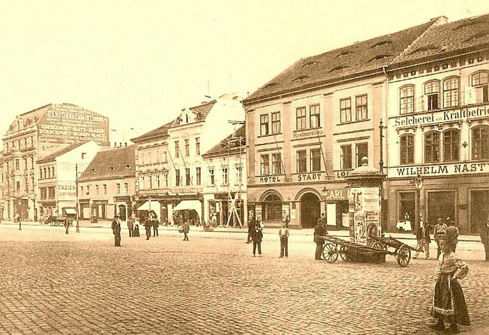 1899: Proměny Mírového, dříve Tržního náměstí, zástavba na jižní straně.
