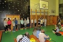 Děti přespaly ve škole.
