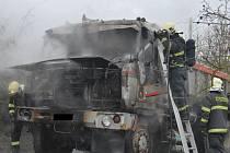 Požár nákladního auta v Chuderovci.