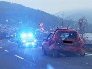 Nehoda na silnici I/30 u Dolních Zálezel.
