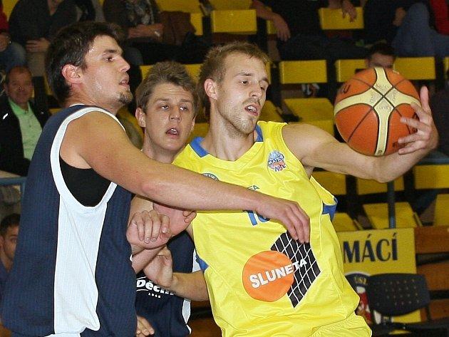 Basketbalisté Ústí podlehli v generálce na ligu Děčínu 79:83.