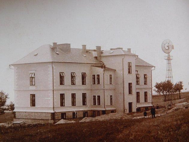Jedna z nejstarších fotografií nemocnice.