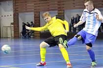 Futsalisté Rapidu Ústí n/L (žlutočerní) zvítězili po bojovném výkonu nad Chotěboří 5:2.