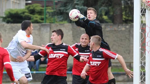 Fotbalisté Brné (červení) prohráli v Proboštově 1:2.