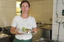 Návštěvníci restaurace si jídlo pochvalovali. Na snímku kuchařka, se kterou čtenáři pravidelně vaří, Martina Hiřičová.