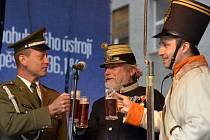 Zástupci armád českých zemí z roku 1813, 1913 a 2013 jako první ochutnali pivo Jordán.