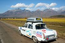 Jaká byla cesta kolem světa starou Škodou 1000 MB? Téměř 40 000 km dlouhé sedmiměsíční putování studentů psychologie a žurnalistiky přes čtyři kontinenty přiblíží Michal Vičar.