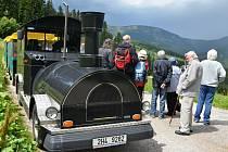 Do Janských Lázní už pětadvacet let jezdí skupina seniorů ze severu.