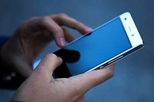 Mobilní telefon. Ilustrační foto.