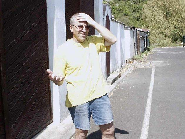 Pavel Černý při utkáních na stadionu ze své garáže nevyjede