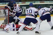 . Litoměřický  brankář Slipčenko byl v derby často v pozici, kdy musel čelit nebezpečným útokům domácích hokejistů. Nakonec pomohl hostům k zisku cenného bodu.