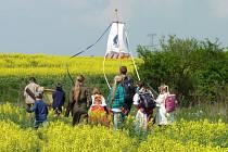 Svatomarkovské procesí kráčí tradičně na svátek tohoto svatého Mosteckem a Žateckem.