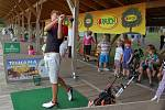Příběh postiženého Adámka Jíry z Kololeče zaujal i golfisty.