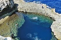 Malta, ostrov Gozo, modrá díra. Ráj potápění. Tak popsala svou fotografii Miloslava Bernardová z Jílového u Děčína. Na menším ze dvou ostrovů, které Maltu tvoří, trávila dovolenou.