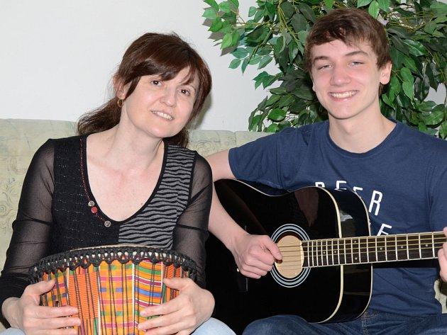 UČITELKA OLGA SOSOVÁ. Učí speciální pedagogiku a psychologii. Hudba je její koníček.
