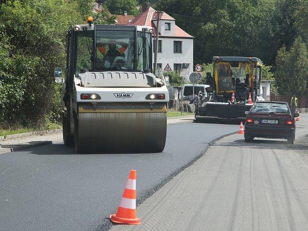 Oprava silnice komplikuje dopravu v Brné.
