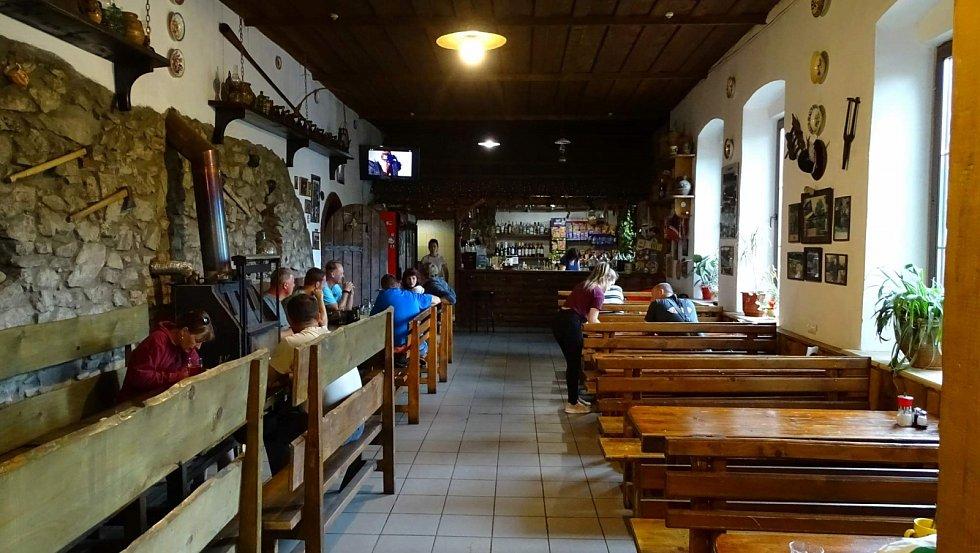 Hospoda Četnická stanice Korčma v Koločavě uvnitř – to jen jedna ze tří částí