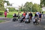 Závody kočárků v parku na ústecké Severní Terase