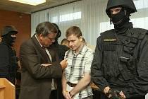 Soudní proces v Ústí nad Labem s pachateli loupežného přepadení banky v listopadu 2007 v Chomutově.