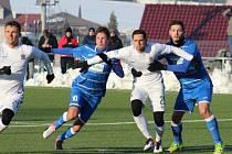 Ústečtí fotbalisté (modří) prohráli se Spartou 1:5.