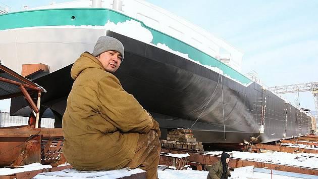 Nový chemický tanker dlouhý 110 metrů, široký 13,5 a vysoký 5,4 metrů, byl spuštěn na vodu.