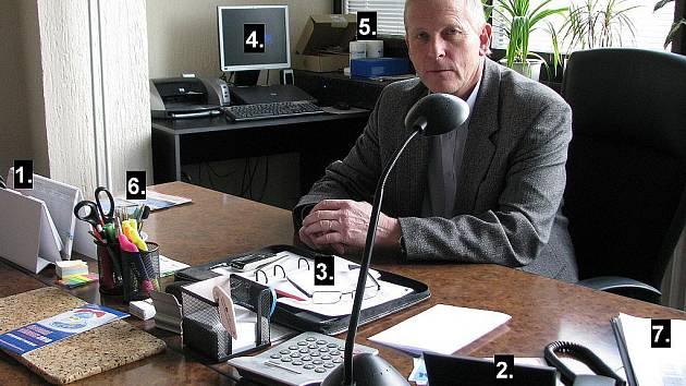 Kancelář starosty Jana Tvrdíka.