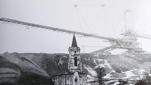 Kostel v Radovesicích u Bíliny. Zmizel kvůli povrchové těžbě uhlí.