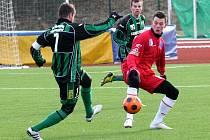 Fotbalisté Ústí (červení) se na umělé trávě ve Velebudicích střetli se Sokolovem a zápas skončil 1:1.