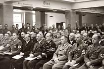 """Od podzimu 1938 do začátku roku 1944 byli nacisté """"na koni"""", v roce 1944 skrývali obavy a v prvních měsících roku 1945 už věděli, že jejich sen skončí velmi tvrdě. Proto se nelze divit, že 8. května spáchal sebevraždu Rudolf Schittenhelm, nacistický velit"""