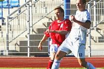 Ústečtí fotbalisté (v bílém) v minulém kole porazili Vítkovice 2:0. Teď chtějí uspět v Čáslavi.